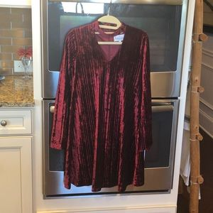 Nicole Miller velour cranberry red bell sleeve 👗